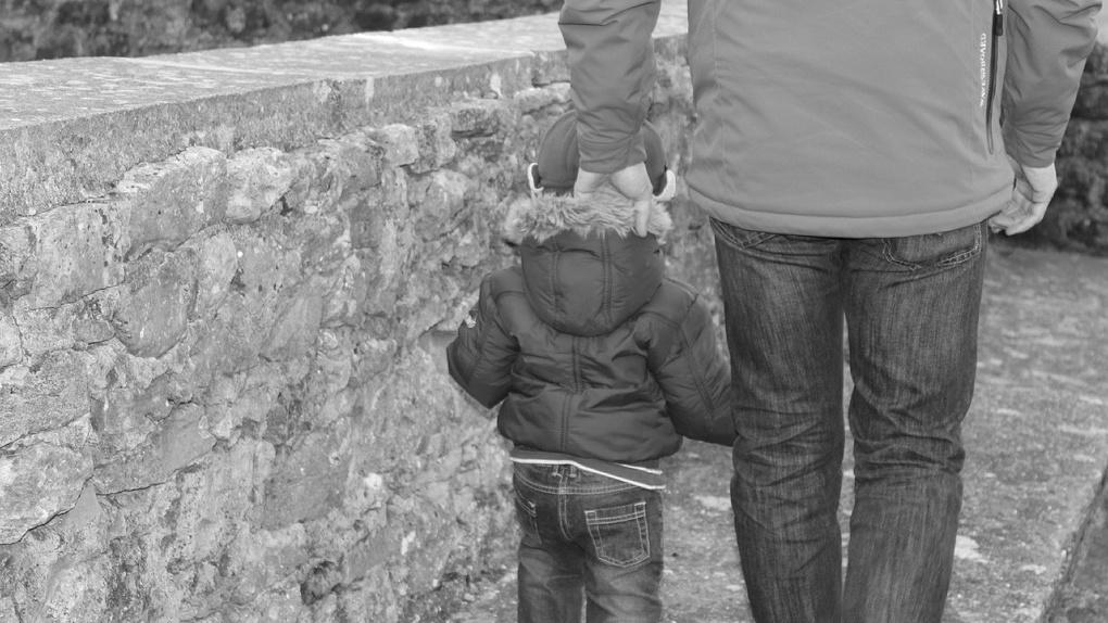 Омич, стоящий на учете как неблагополучный родитель, исчез с маленьким сыном