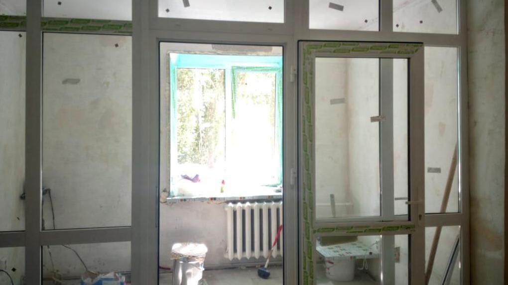 В омских больницах проводят косметический ремонт