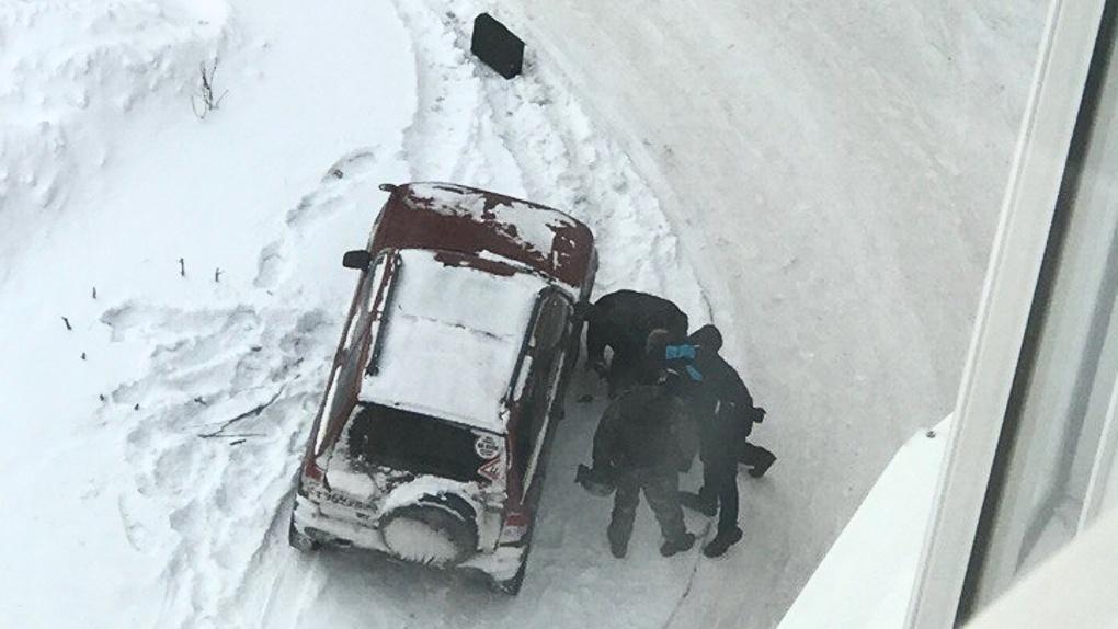 На улице Завертяева в Омске сняли полицейское оцепление