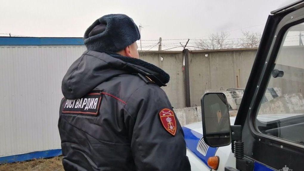 В Омске пациент больницы набросился на врачей с ножом