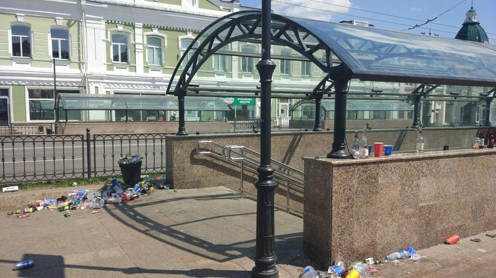 После матча сборной России на ЧМ по футболу омичи завалили город мусором