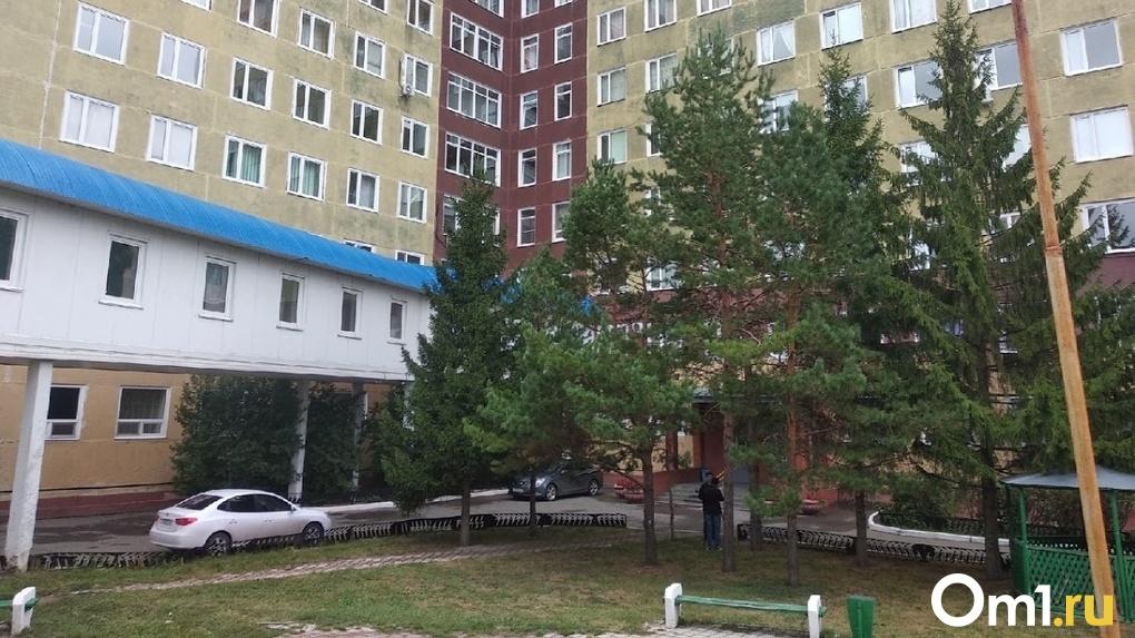 Омский врач, который лечил Навального в БСМП-1, объявил об увольнении