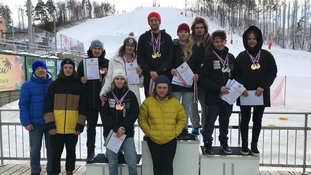 Новосибирские сноубордисты завоевали восемь медалей на престижных соревнованиях для глухих спортсменов