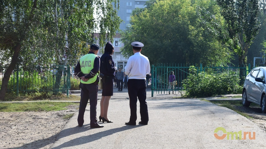 zhopa-doma-rizhuyu-i-politseyskiy-filmi-pro-pornuha