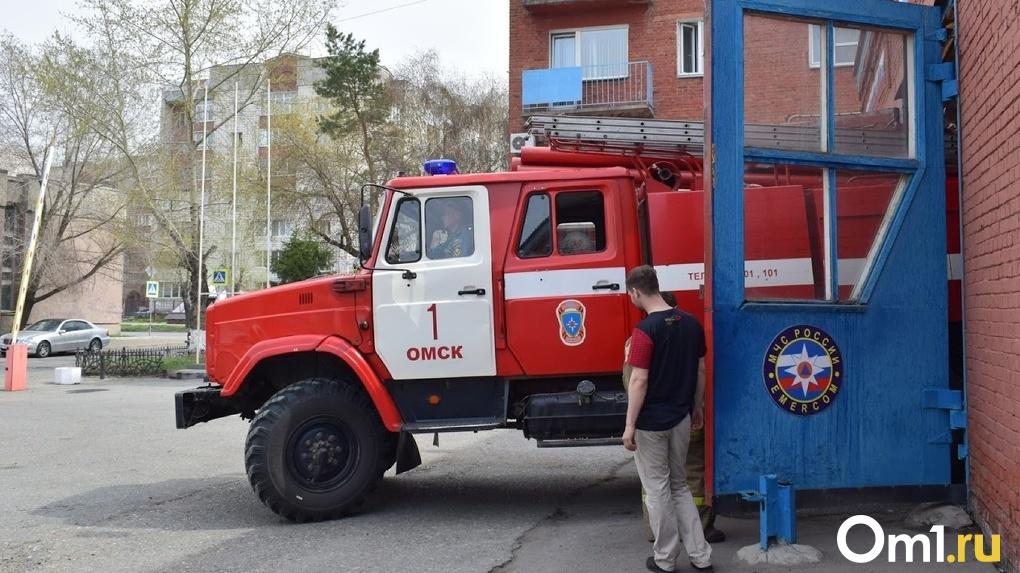 В Омске горит газ на 2-й Солнечной. Рядом с местом пожара возникла пробка