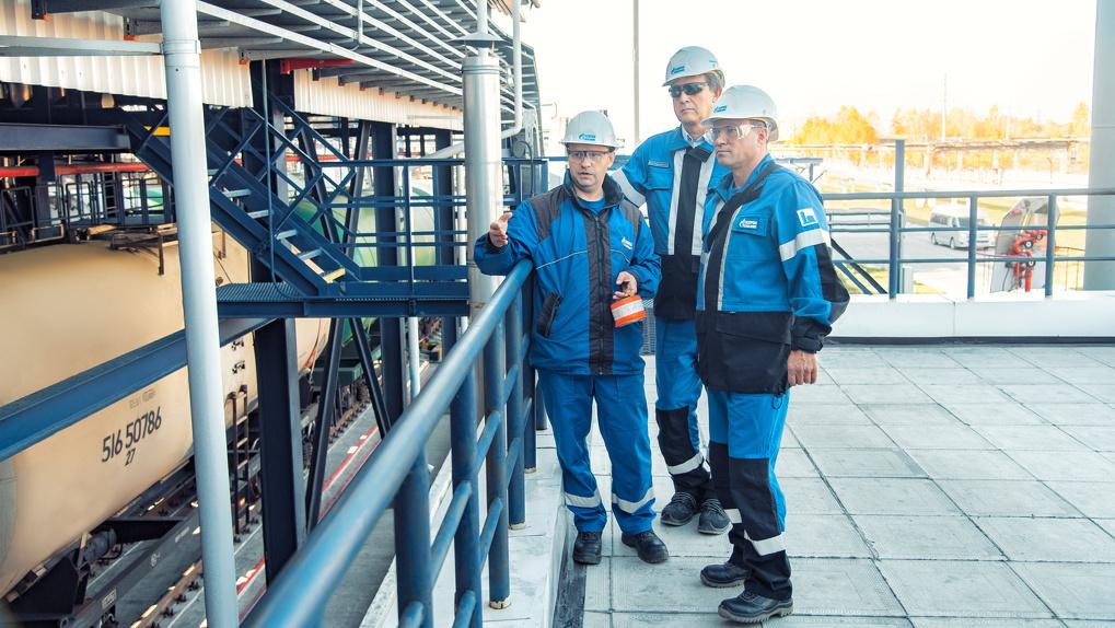 Омский НПЗ отгрузил миллионную тонну нефтепродуктов с инновационной автоматизированной установки
