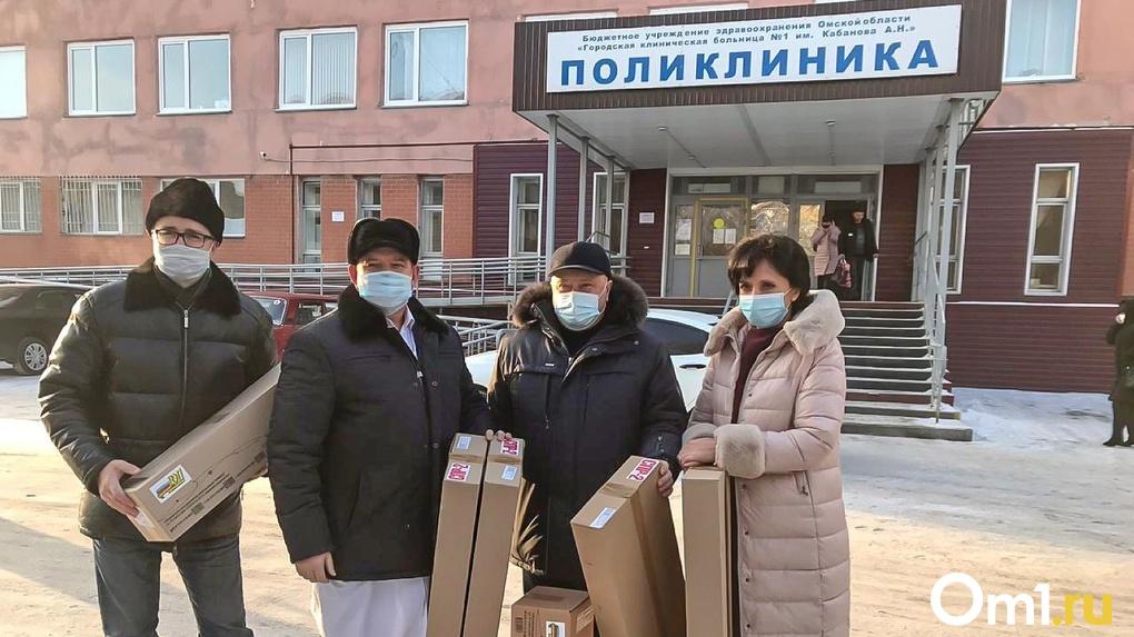 Омские больницы получили новые рециркуляторы от Федерации профсоюзов