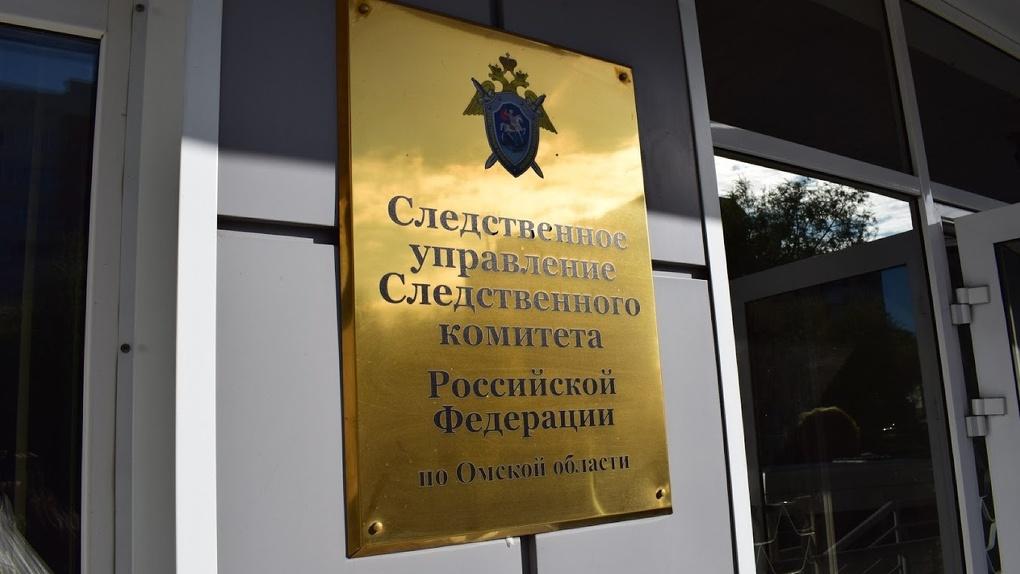 Директора омской автобазы здравоохранения обвинили в наживе на медицинских машинах