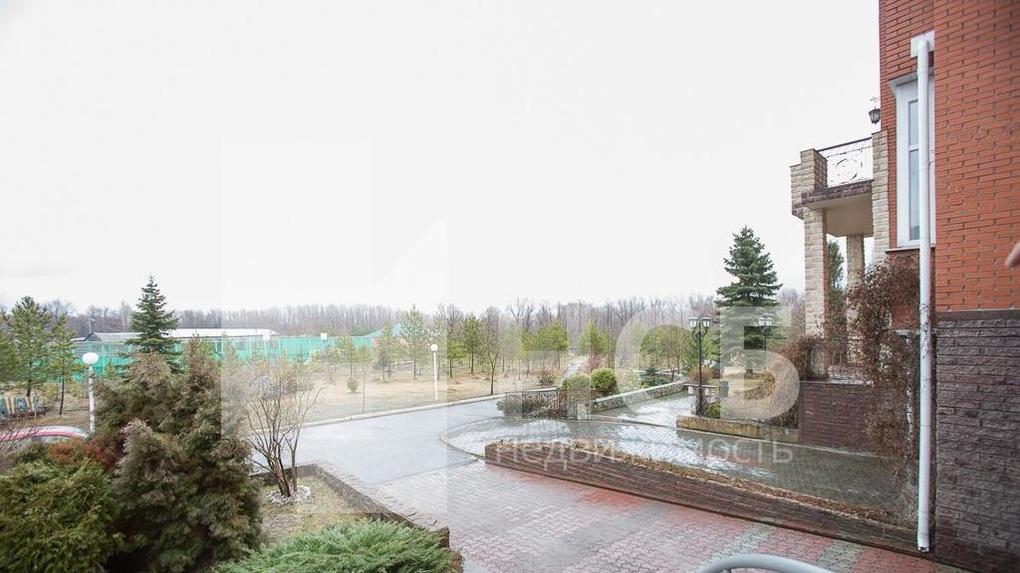 В Омске продаётся таунхаус с видом на Иртыш, зимним садом и винным погребом