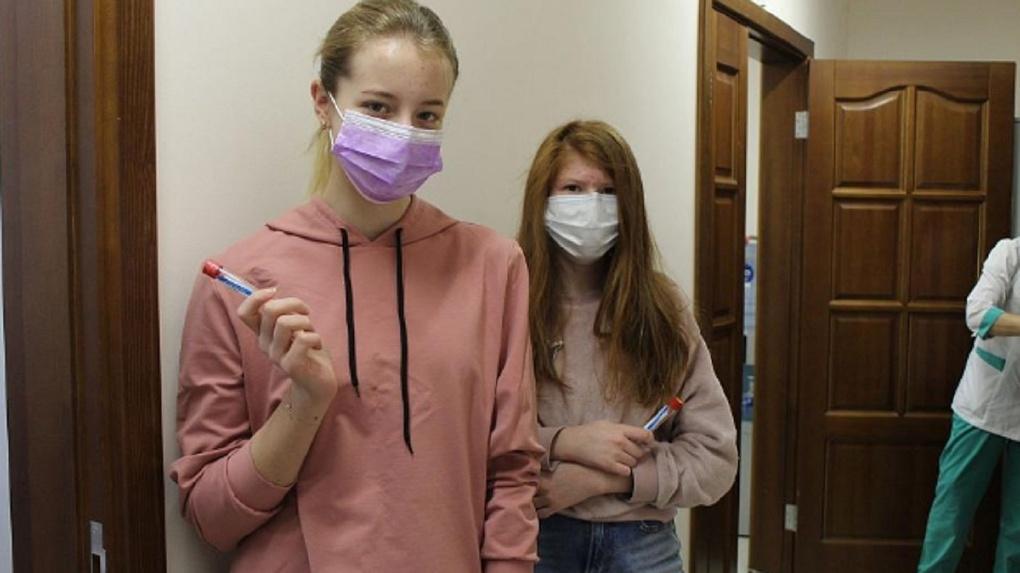 У половины учащихся элитной новосибирской физматшколы нашли антитела к коронавирусу
