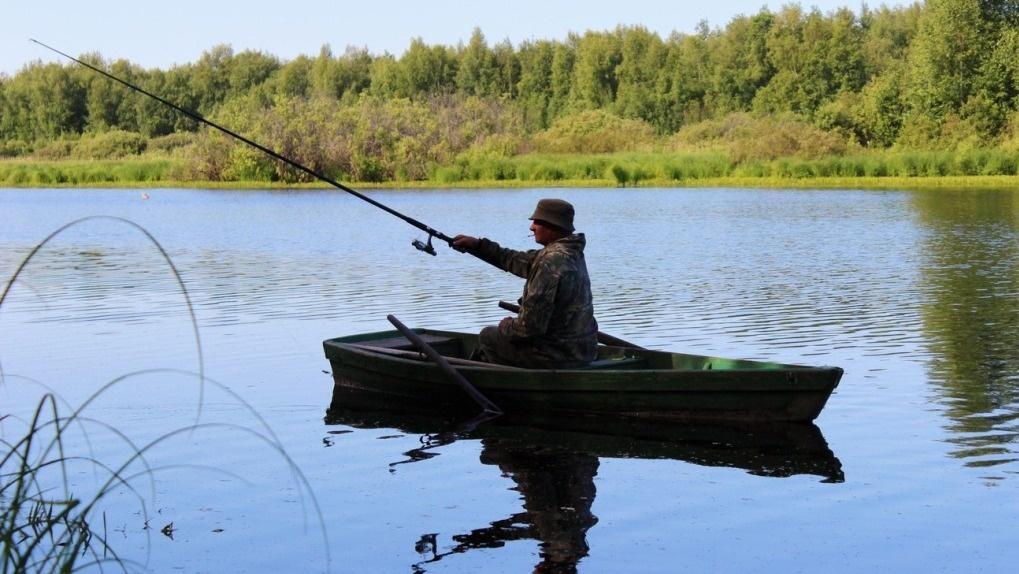 Рыбак на лодке картинка