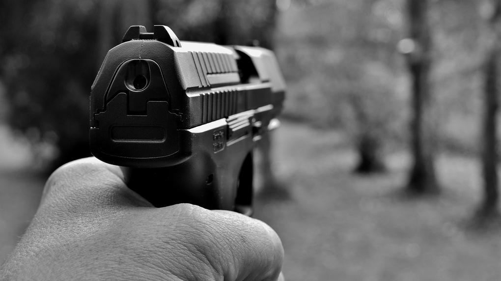 Неизвестные ночью устроили стрельбу в центре Новосибирска