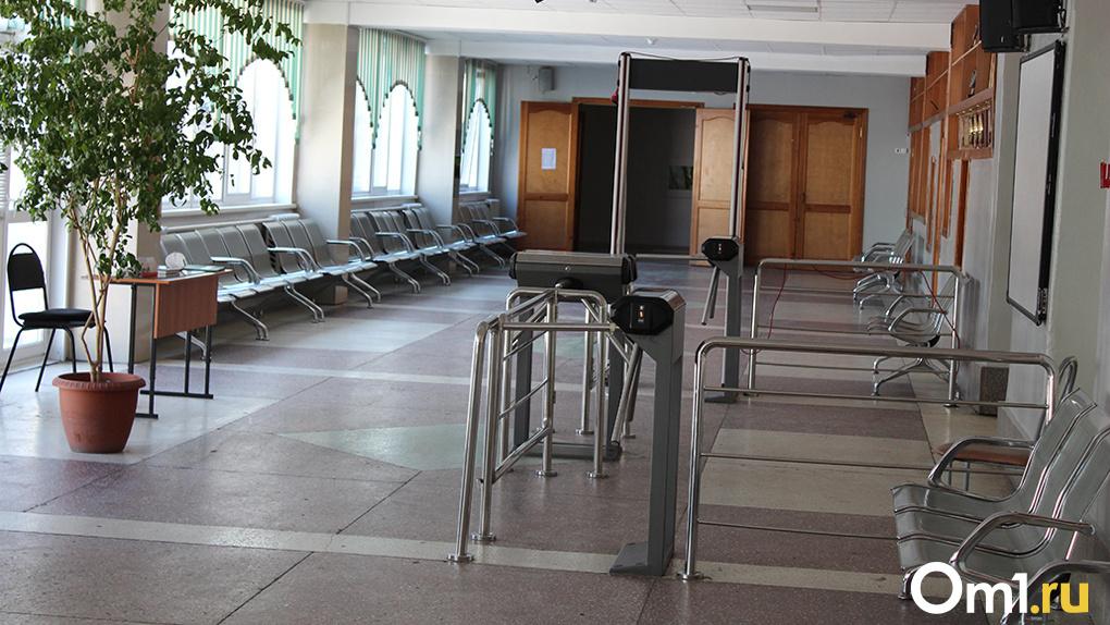 12 классов в новосибирских школах отправлены на карантин из-за инфекции