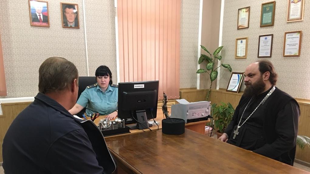В Омске судебные приставы привлекли к работе с «алиментщиками» священников