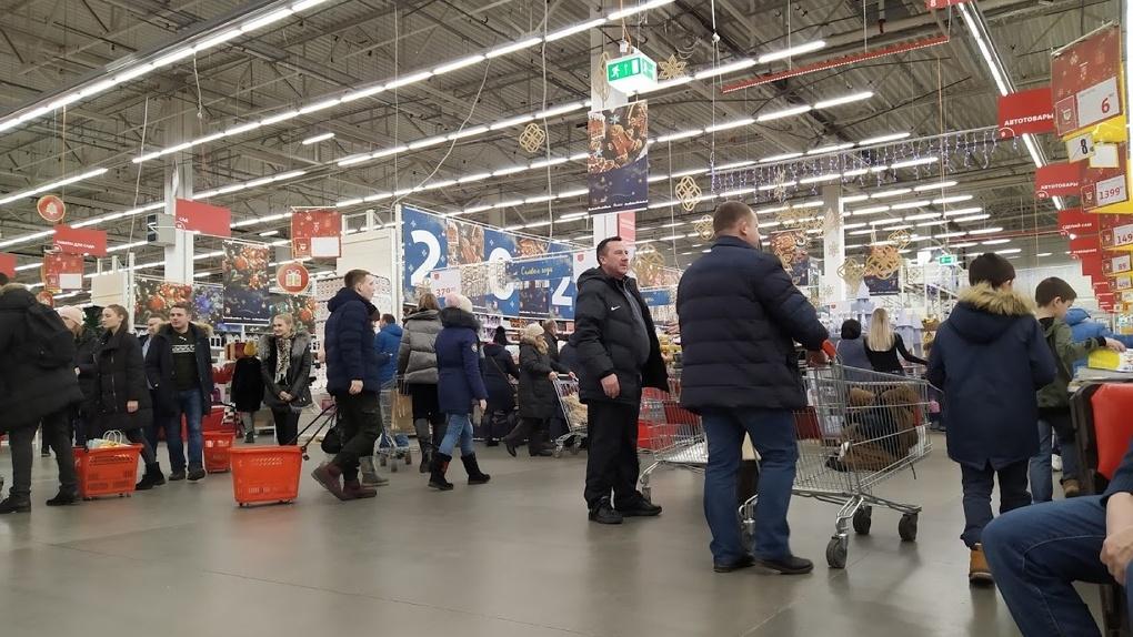 Магазинам запретили обслуживать на кассе покупателей без масок