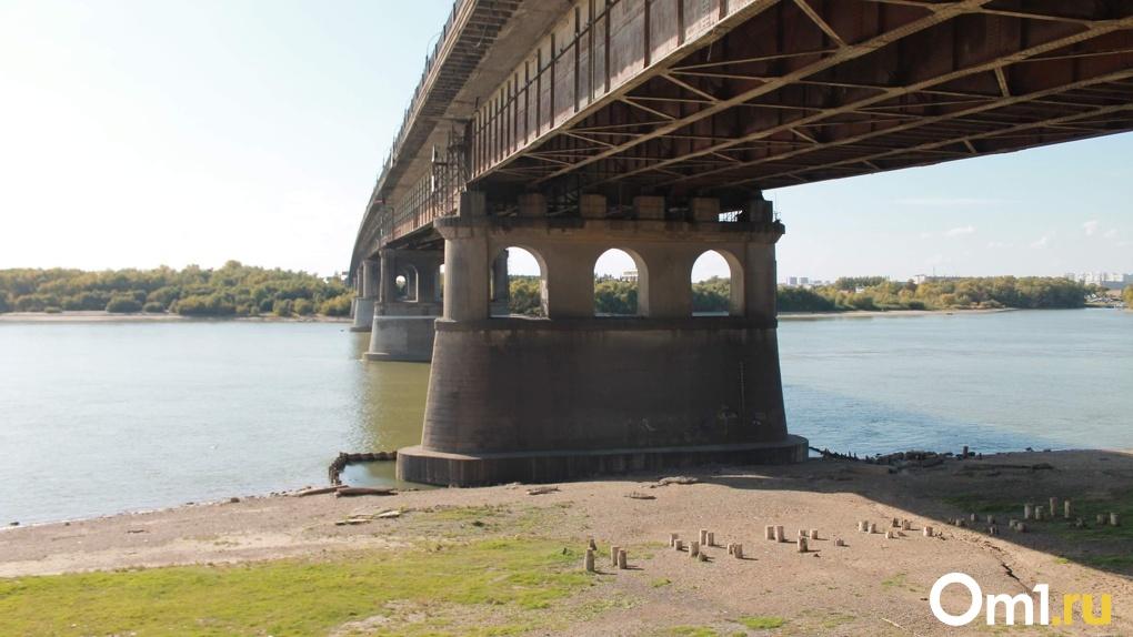 Под Ленинградским мостом в Омске из Иртыша вытащили очередной труп