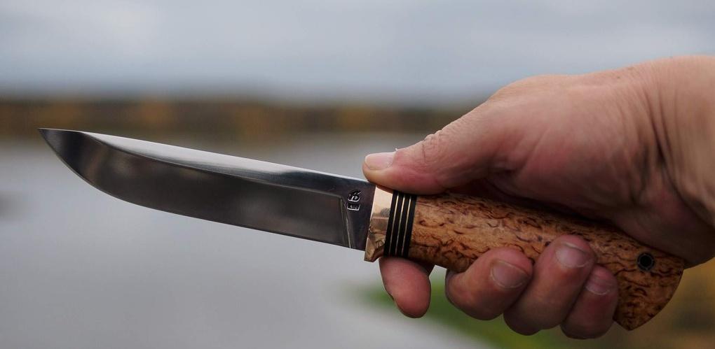 В Омске мужчина с ножом набросился на своего приятеля
