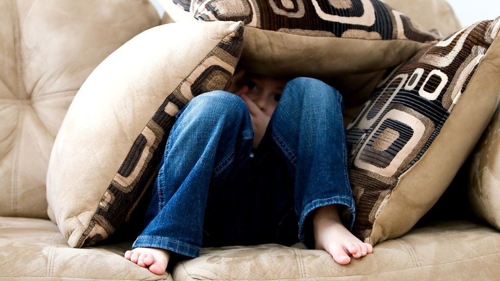 Под Омском подросток надругался над 6-летним мальчиком