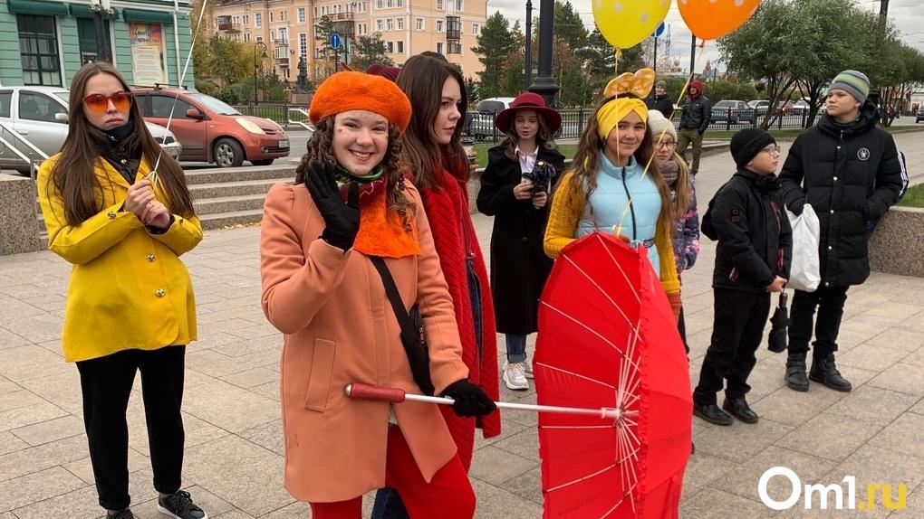 В центре Омска на улице Ленина прошло яркое театрализованное шествие