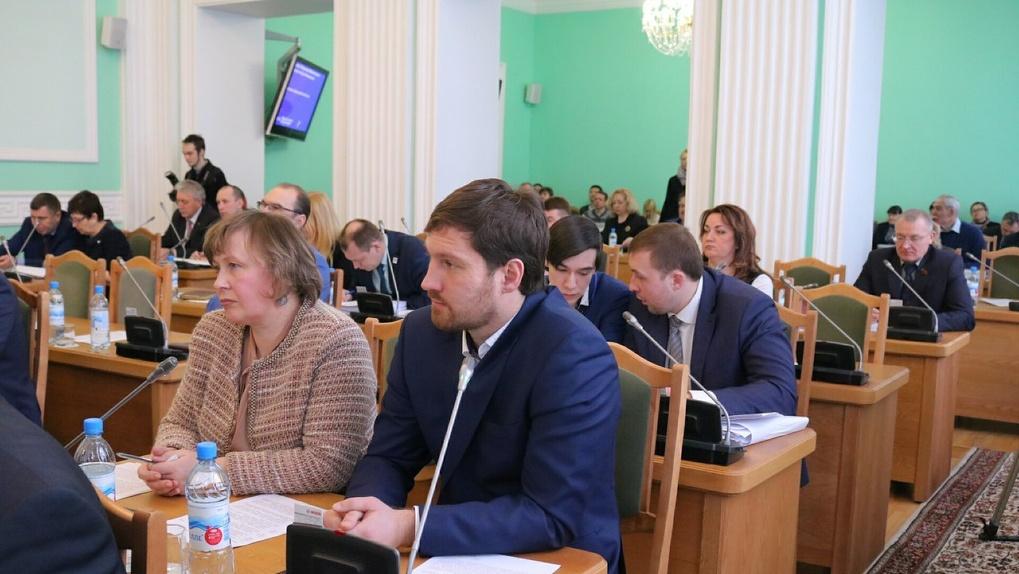 Омские депутаты подарили полиции помещение под контрафактный алкоголь
