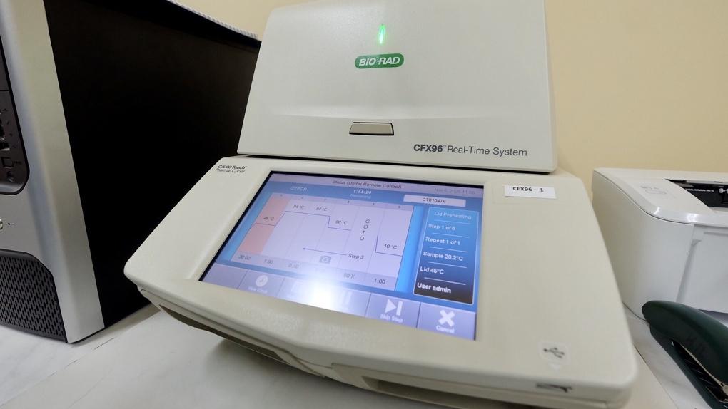 В Новосибирские больницы доставили пять комплектов оборудования для тестирования на коронавирус