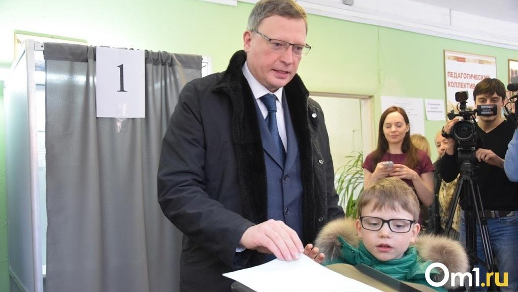«Ребенок бегает по потолку». Омский губернатор высказался о своем режиме самоизоляции