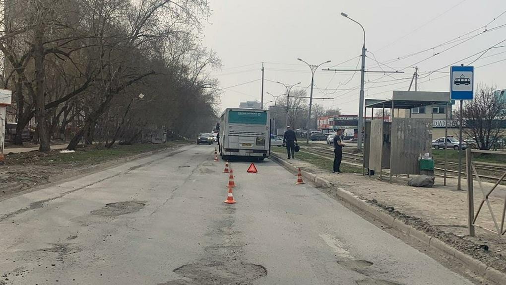 В Новосибирске водитель автобуса насмерть сбил пенсионерку