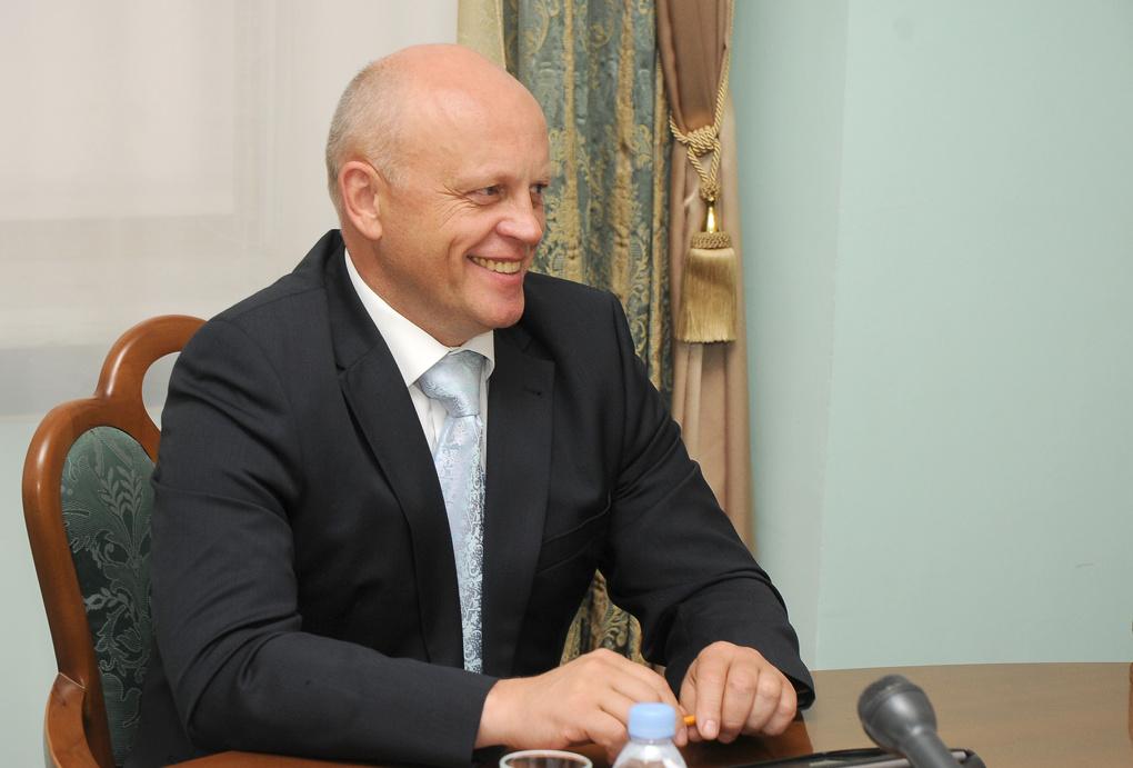 Губернатор Омской области может досрочно уйти на покой