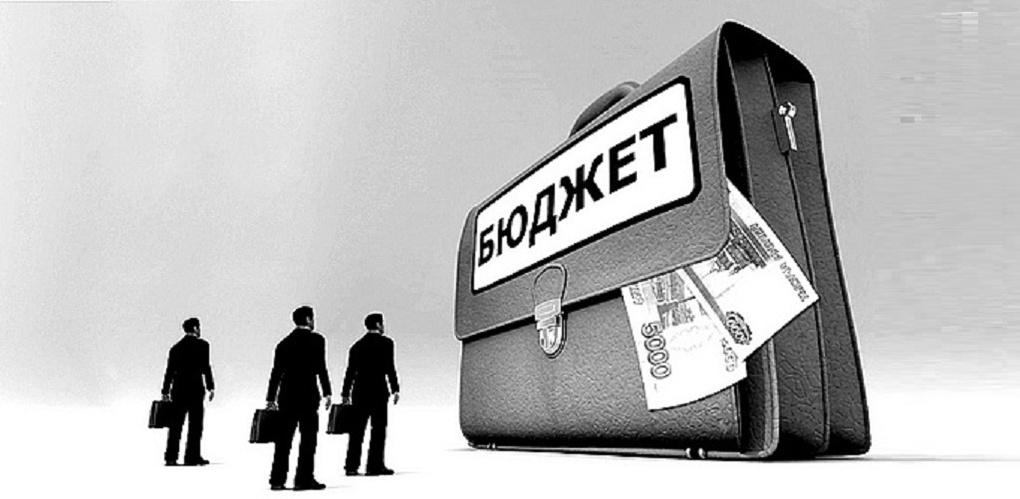 Прокуратура Омска требует, чтобы Горсовет вместо пенсий чиновникам потратил деньги на капремонт и дороги