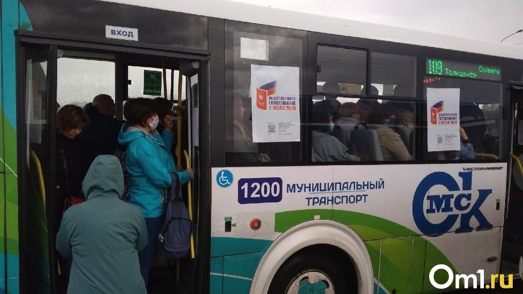 В омских автобусах и маршрутках продолжают штрафовать нарушителей масочного режима