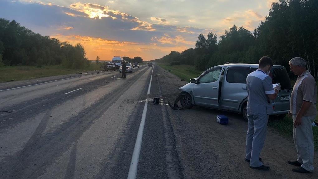 На омской трассе произошла тройная авария: погибли двое