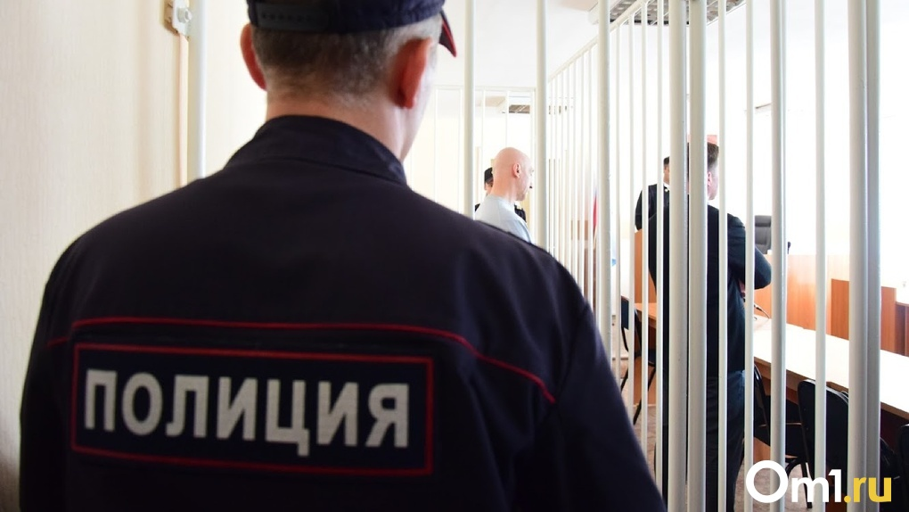 В Омской области мужчина избил подростка за езду на мопеде