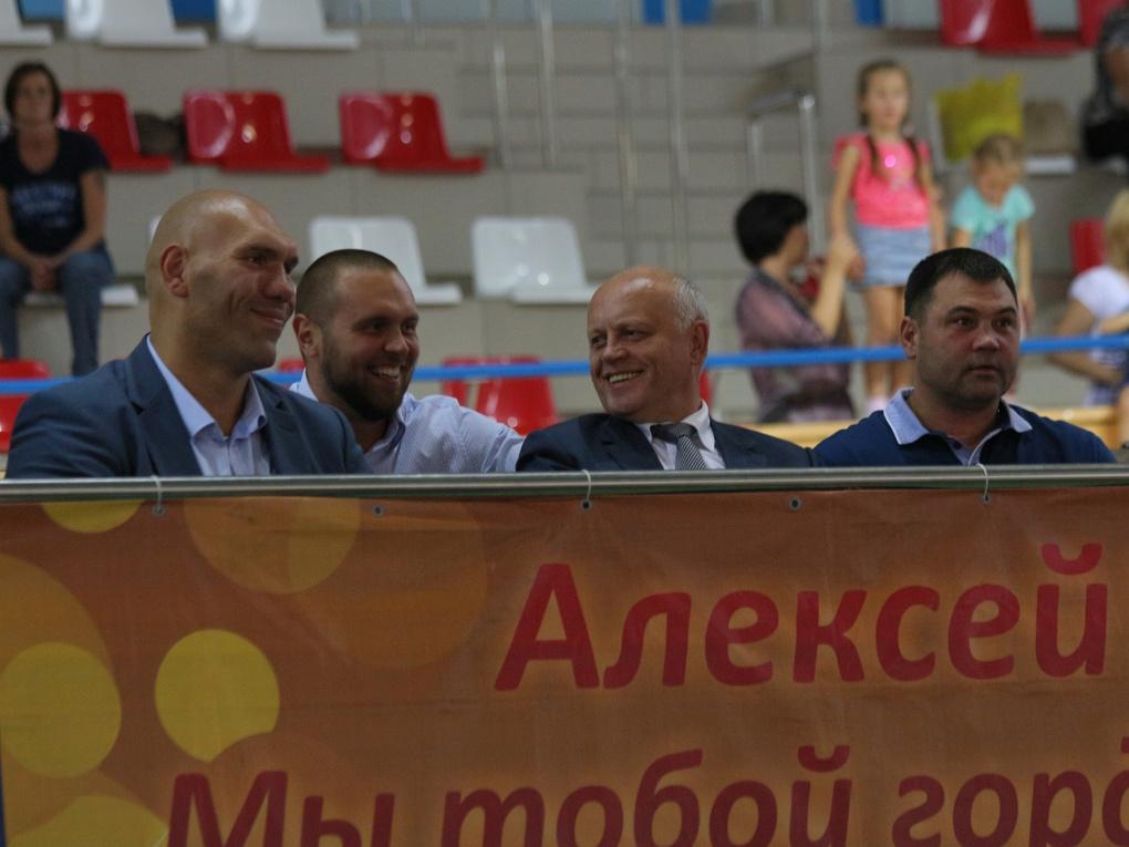 Назаров и Валуев открыли в Омске турнир по боксу имени Тищенко