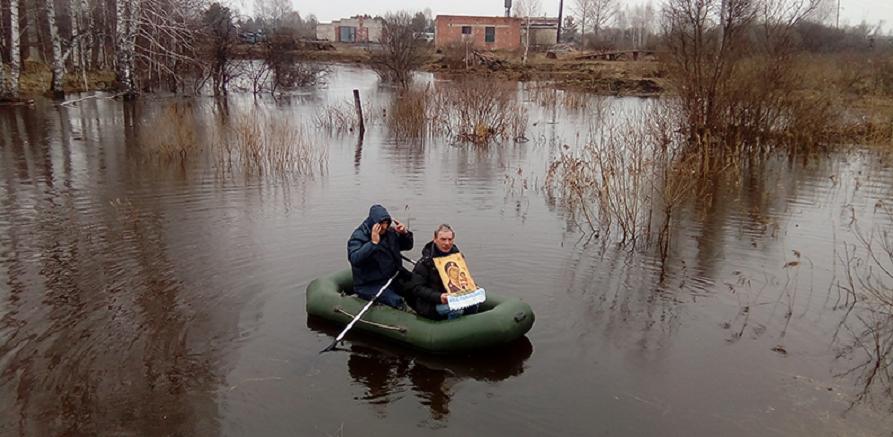 В Омской области устроили «крестный заплыв» против нашествия грызунов