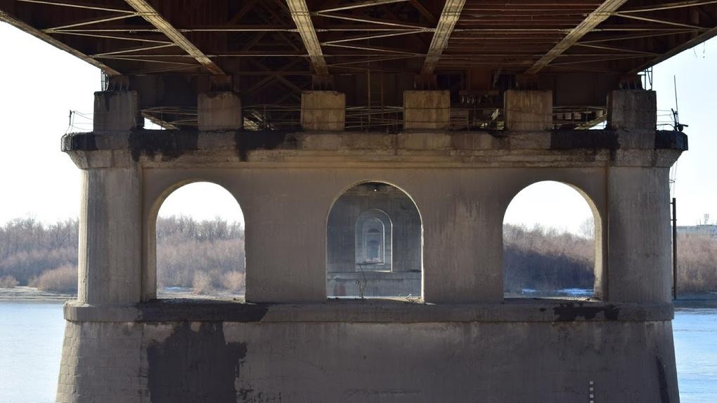 «Собирался домой»: семья парня, который упал с Ленинградского моста в Омске, не верит в его самоубийство