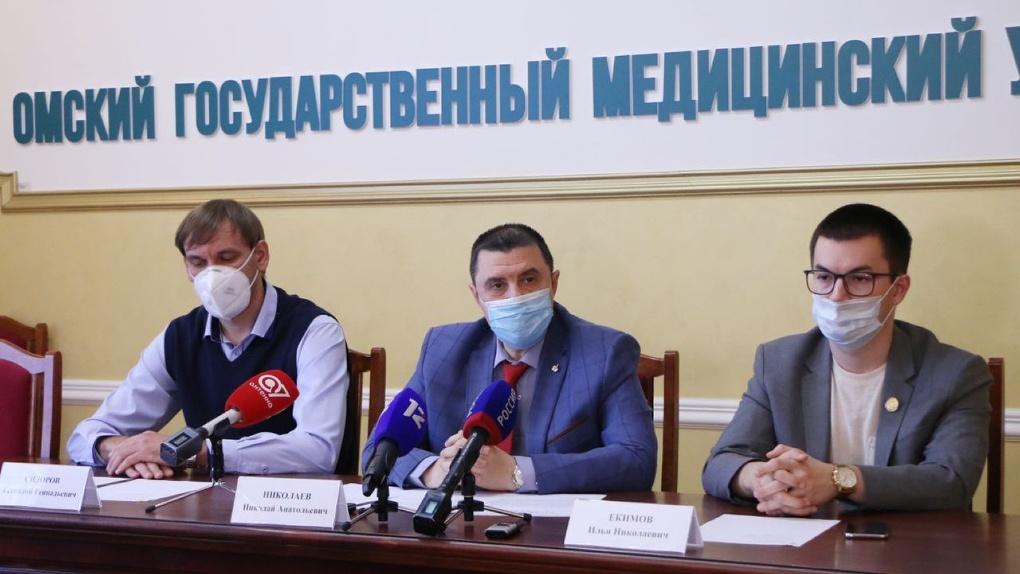 На помощь врачам в омские больницы вышли работать почти полтысячи ординаторов