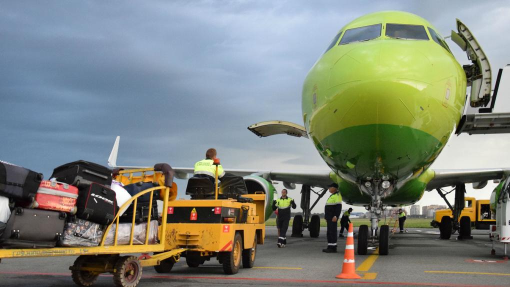 Омский аэропорт требует со своих работников 5 миллионов за поврежденный самолет