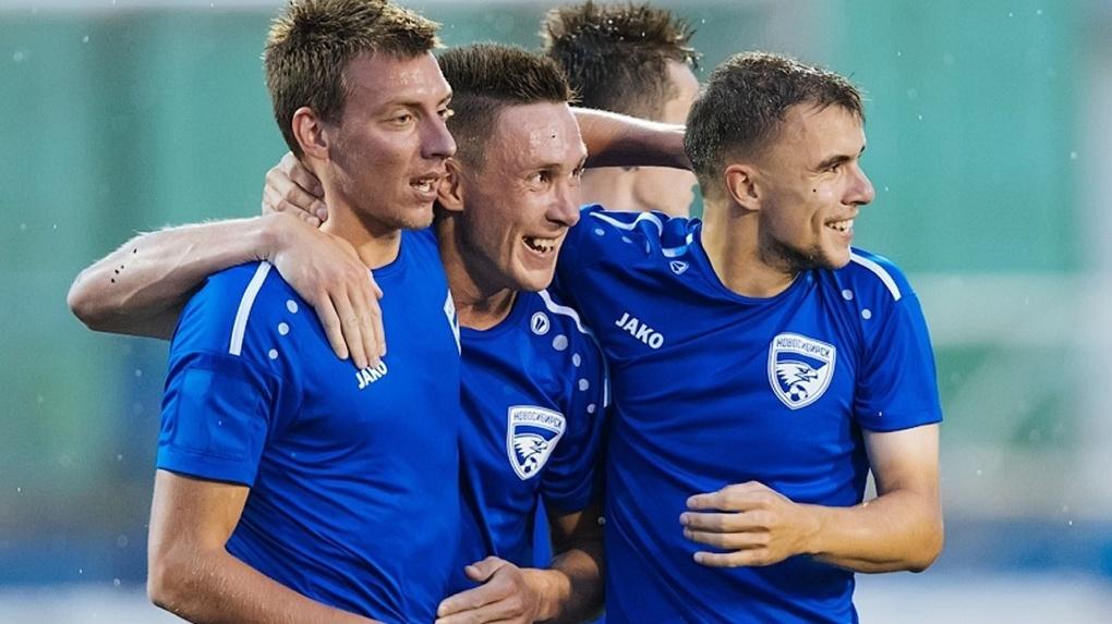 Футбольная команда «Новосибирск» победила «Динамо» в «мокром матче»