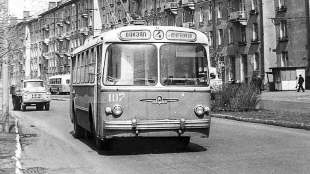 Омичей ждет знакомство с историческим троллейбусом