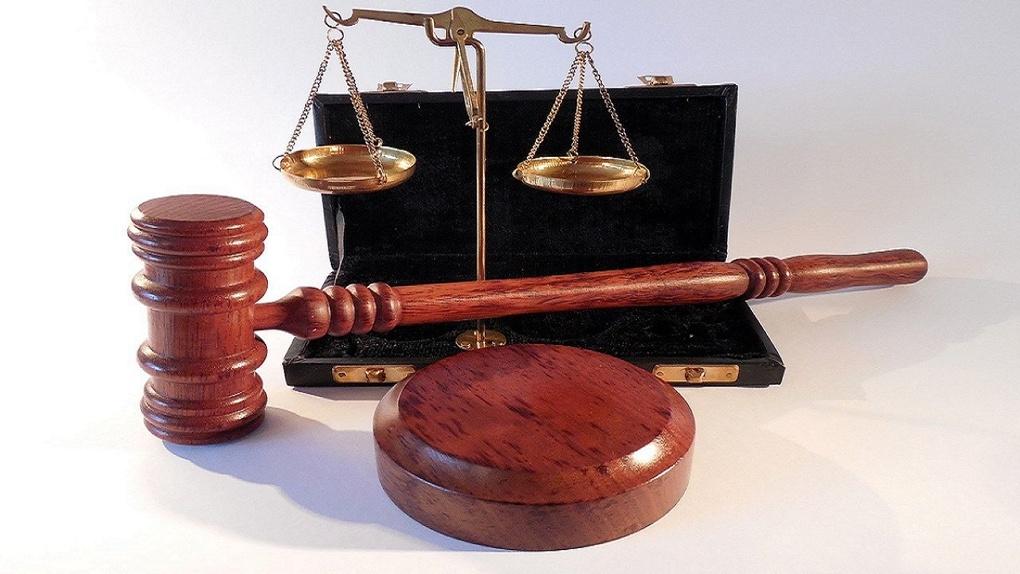 Новосибирский суд вынес приговор таксисту, который сломал пассажирке два пальца