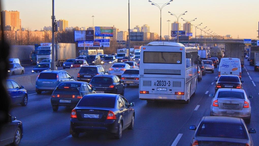 Глава Новосибирска призвал автомобилистов активно гудеть 22 июня