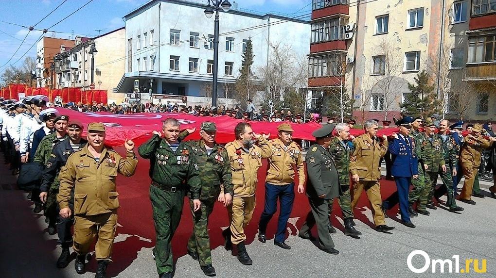 Виртуальные свечи и остановка транспорта: в Омске отмечают День памяти и скорби