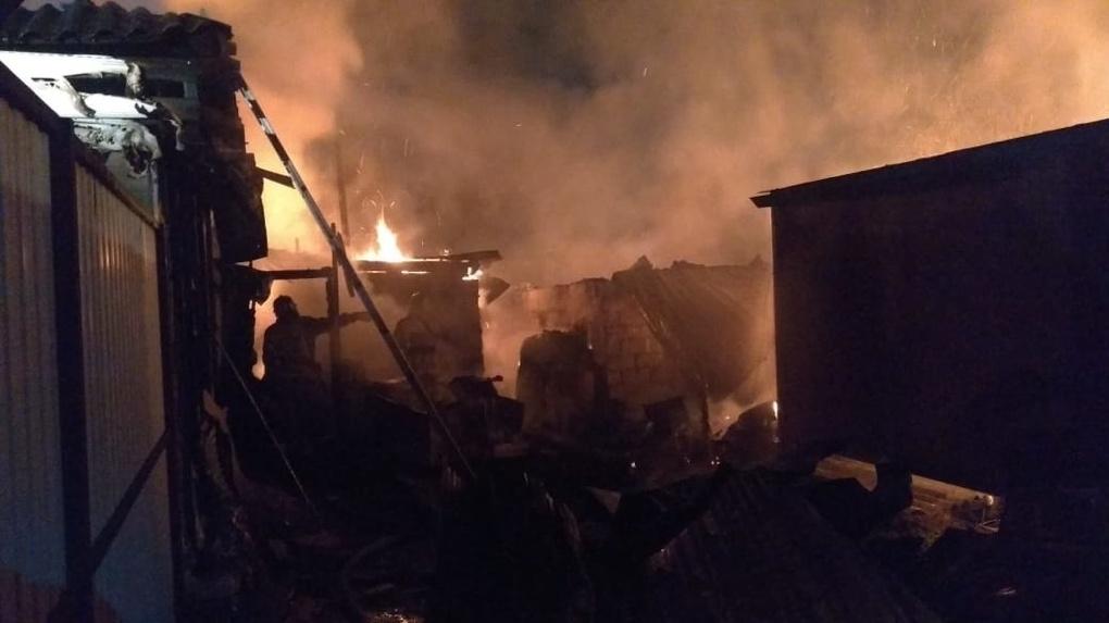 Два человека погибли в страшном пожаре в Новосибирске