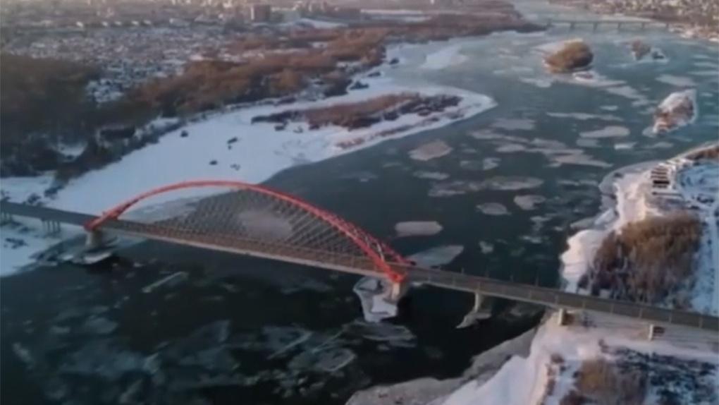 Новосибирец снял завораживающий ролик о ледоходе на Оби с высоты птичьего полета