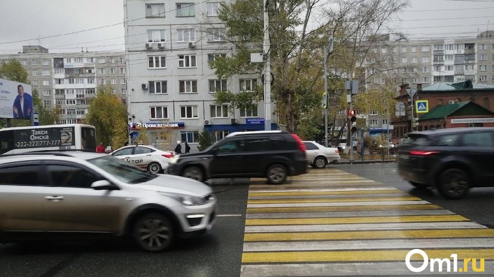 В Омске неизвестный сбил женщину и скрылся
