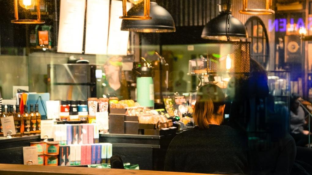 В Омске трезвенник может сесть на семь лет за отказ выпить в кафе
