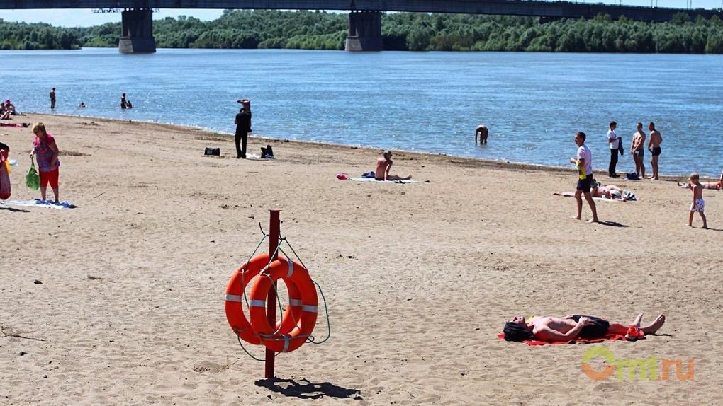 В Омске девушки на пляже спасли истекающего кровью ребенка