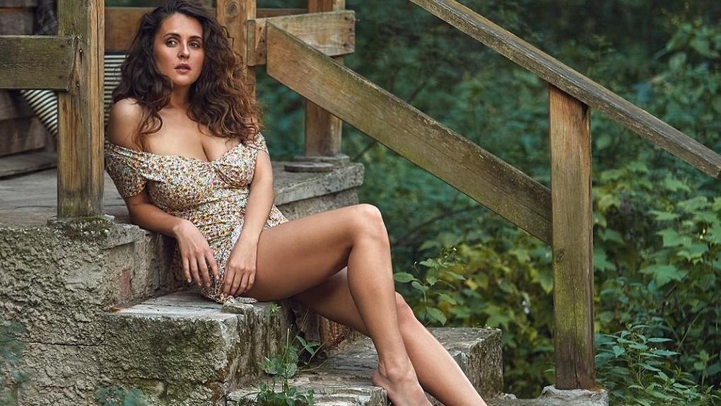 Сексуальная актриса из Новосибирска и звезда журнала Maxim выпустила песню в стиле Земфиры