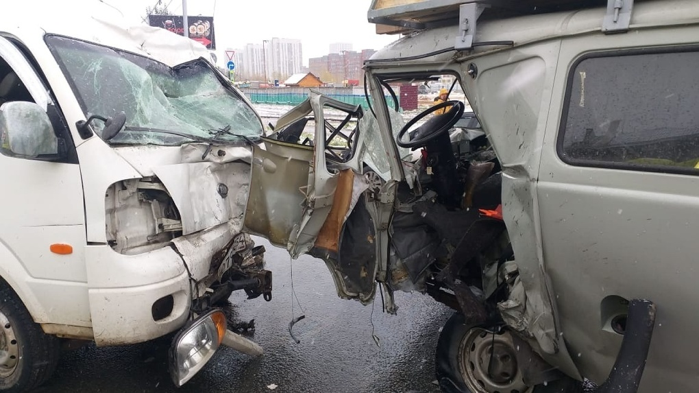 Один человек погиб и четверо пострадали в страшном ДТП в Новосибирске