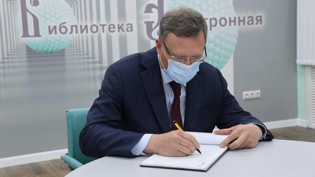 Койки, КТ, противовирусные лекарства. Новый глава омского Минздрава отчитался перед губернатором